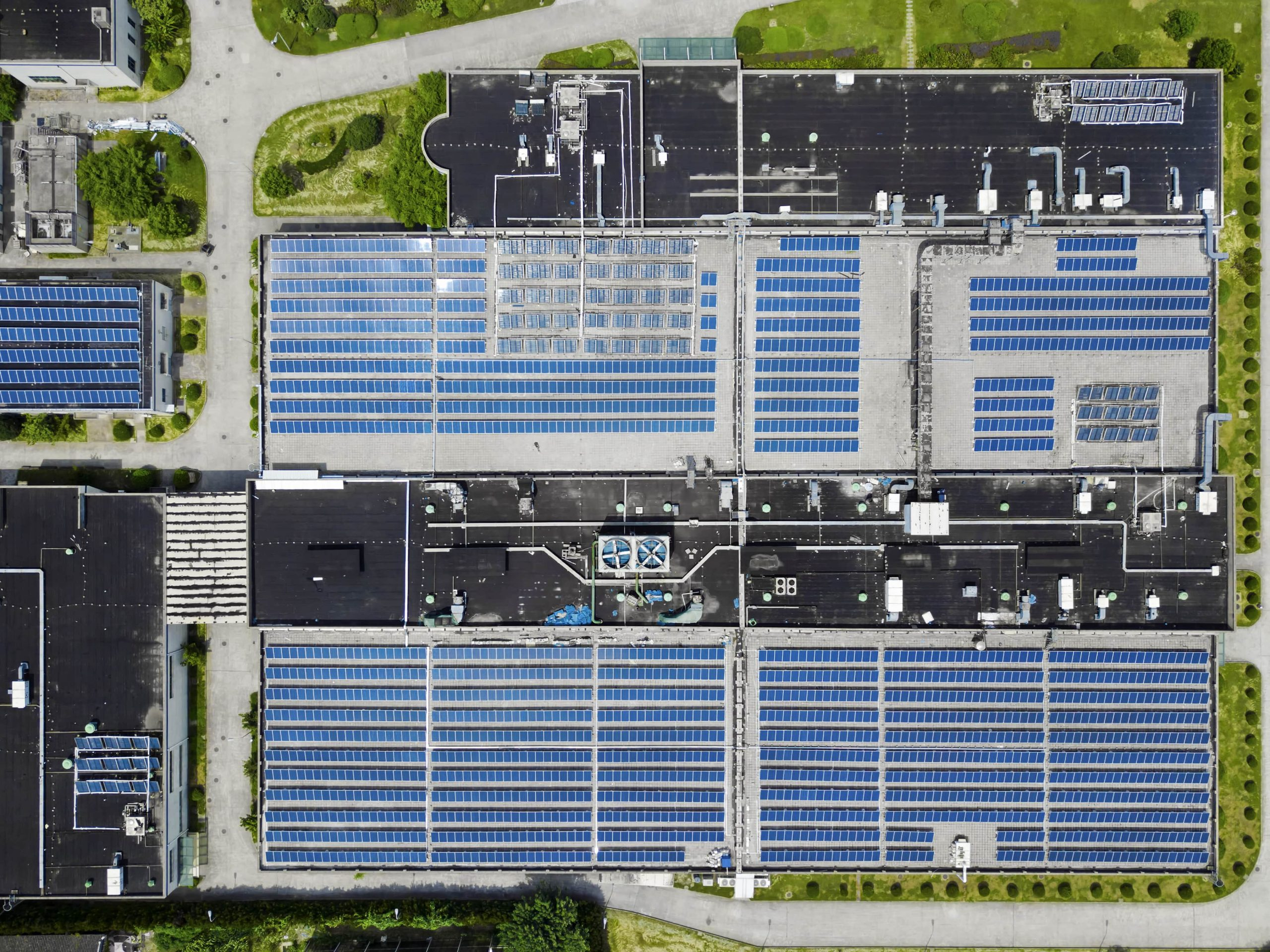 solar panels on the roof of a large building